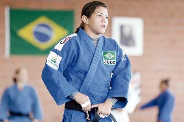 Sarah Menezes assina com o Fla nesta sexta
