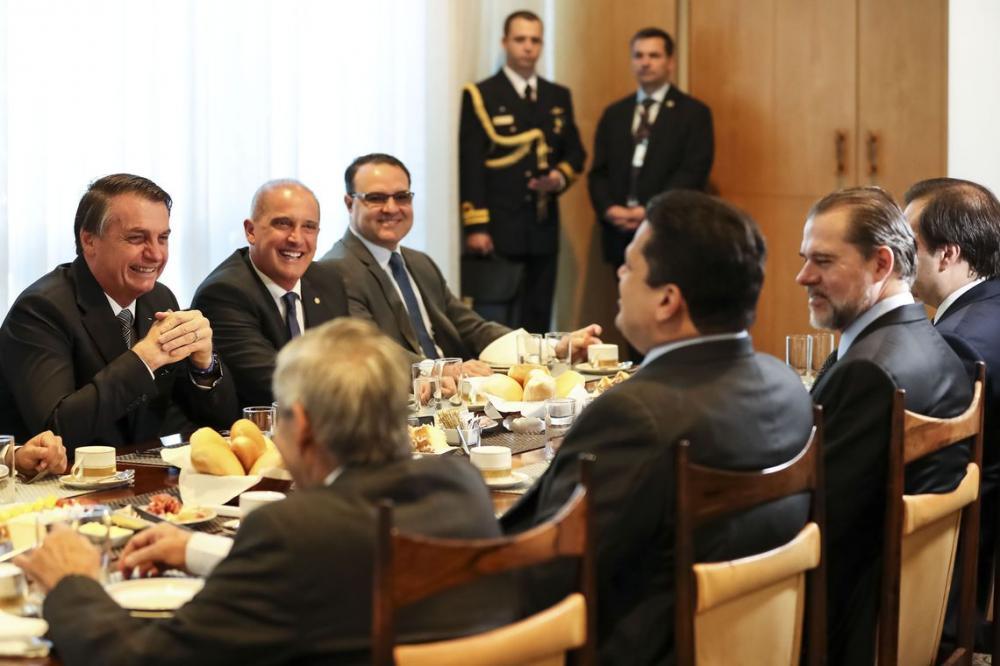 Bolsonaro recebe presidentes do Legislativo e Judiciário no Alvorada