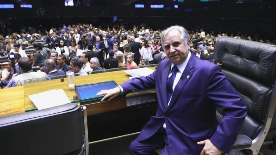 O senador mineiro Izalci Lucas, que paga 85 funcionários para auxiliá-lo Facebook/Divulgação