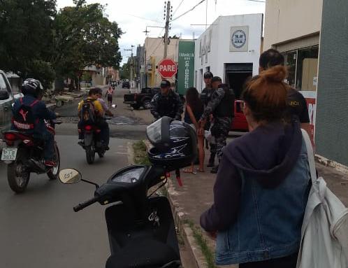 Mulher é presa logo após realizar assalto no Centro de Piripiri