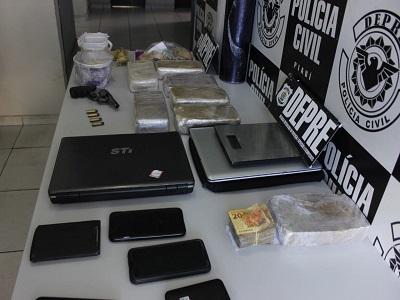 DEPRE prende quatro pessoas por tráfico e apreende oito quilos de drogas