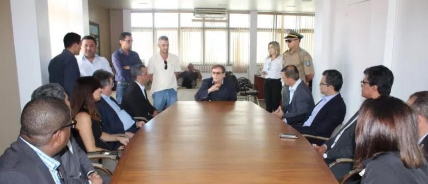 Mão Santa recebe comitiva para tratar vinda de Bolsonaro dia 14