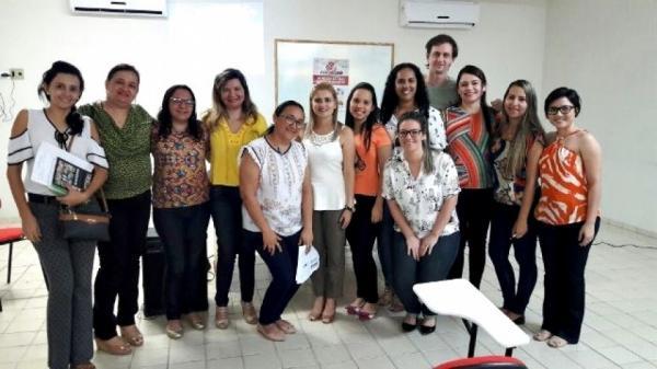 Enfermeiros do HRCR participam de curso sobre assistência humanizada ao parto